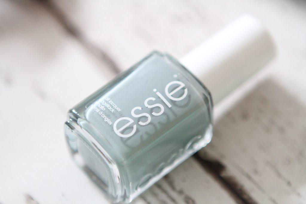 Essie maximillian strasse her